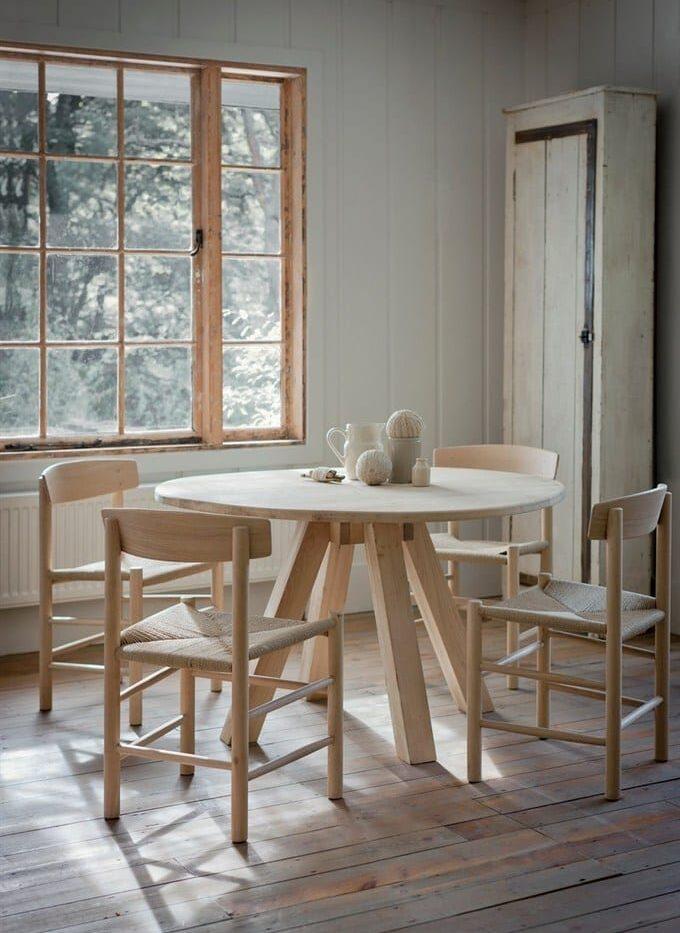round_oak_table